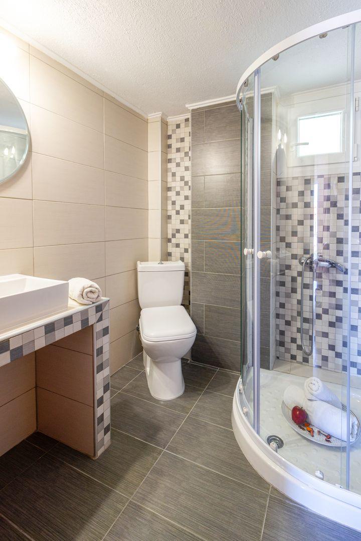 Modern and minimalist style bathrooms